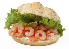 Gesundes Garnele-Sandwich mit Frischkäse Lizenzfreies Stockfoto