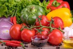 Gesundes geschmackvolles Gemüse auf Steinoberfläche lizenzfreies stockfoto