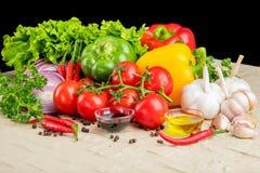 Gesundes geschmackvolles Gemüse auf Steinoberfläche stockbild