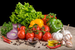 Gesundes geschmackvolles Gemüse auf Steinoberfläche stockfoto