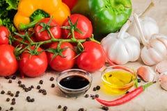 Gesundes geschmackvolles Gemüse auf Steinoberfläche lizenzfreie stockbilder
