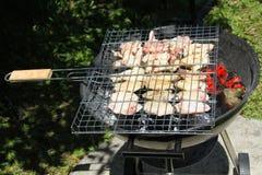 Gesundes Huhn auf Grill Lizenzfreie Stockbilder