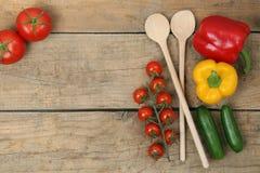Gesundes Kochen mit Frischgemüsebestandteilen Stockfotos
