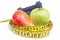 Gesundes Lebenkonzept - Nahrung und Trainieren Lizenzfreie Stockfotos