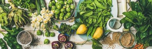 Gesundes Lebensmittel des strengen Vegetariers des Frühlinges, das Bestandteile, Draufsicht, breite Zusammensetzung kocht stockfoto