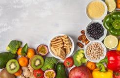Gesundes Lebensmittelkonzept des strengen Vegetariers Fruchtgemüse-Rahmenhintergrund Lizenzfreie Stockbilder