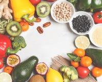 Gesundes Lebensmittelkonzept des strengen Vegetariers Fruchtgemüsehintergrund frisch Lizenzfreie Stockbilder