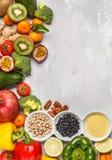 Gesundes Lebensmittelkonzept des strengen Vegetariers Fruchtgemüsehintergrund frisch Stockfotos