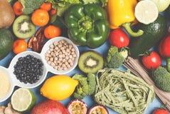 Gesundes Lebensmittelkonzept des strengen Vegetariers Fruchtgemüsehintergrund Vegeta Lizenzfreie Stockbilder