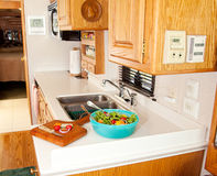 Gesundes Mittagessen in der RV-Küche stockfotos