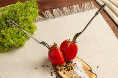 Gesundes organisches Gemüse auf einem hölzernen Hintergrund Stockbild