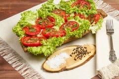 Gesundes organisches Gemüse auf einem hölzernen Hintergrund Stockfoto