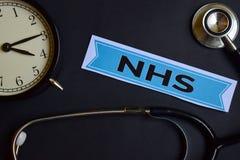 Gesundheits-Check auf dem Druckpapier mit Gesundheitswesen-Konzept-Inspiration Wecker, schwarzes Stethoskop lizenzfreies stockbild