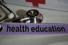 Gesundheitserziehungsmitteilung mit Stethoskop, Gesundheitswesenkonzept lizenzfreie stockfotos