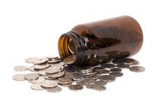 Gesundheitspflege-Münzen in einer Medizin-Flasche Lizenzfreie Stockfotos