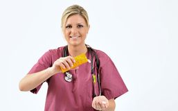 Gesundheitspflege - strömende Pillen der Krankenschwester Lizenzfreies Stockbild