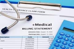 Gesundheitswesenkostenkonzept mit Taschenrechner Stockfoto
