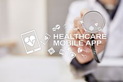 Gesundheitswesenmobile apps Moderne medizinische Technologie auf virtuellem Schirm stockfotos