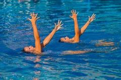 Gesynchroniseerd zwem Handen stellen Stock Foto