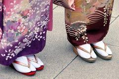 Getas nos pés das mulheres Imagens de Stock