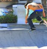 Getatoeeerde Skateboarder stock foto