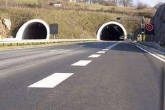 Geteilte Datenbahn und Tunnel stockfoto