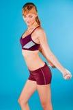 Getonte Frau in der Sportkleidung Stockfotografie