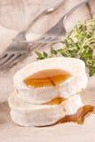 Getost med söt honung Arkivbilder