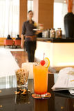 Getränk auf Tabelle in der Gaststätte Stockfotos