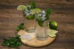 Getränk mit Minze und Kalk Lizenzfreies Stockbild