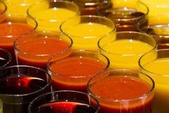 Getränke in den Gläsern Stockfoto