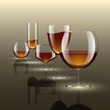 Getränke in den transparenten Glas- und Alkoholgetränken Vektor illustrat Lizenzfreies Stockfoto