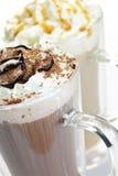 Getränke der heißen Schokolade und des Kaffees lizenzfreie stockfotografie