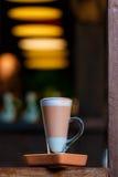 Getränke, Kakao, Schokolade in der Kaffeestube Lizenzfreie Stockfotos