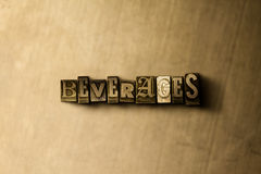 GETRÄNKE - Nahaufnahme des grungy Weinlese gesetzten Wortes auf Metallhintergrund Stockfotografie