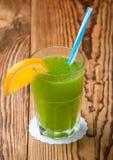 Getränklimonade mit einer frischen Frucht Stockfoto