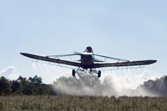 Getreide-Abstauben-Flugzeuge lizenzfreies stockfoto