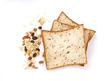 Getreide und schwarzes Brot des indischen Sesams mit ganzem Korngetreide-Flocken whi stockfoto