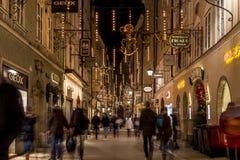 Getreidegasse在圣诞节的萨尔茨堡 免版税库存图片