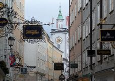 Getreidegasse街道在萨尔茨堡 免版税图库摄影