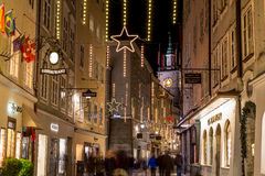 getreidegasse in salzburg am weihnachten redaktionelles. Black Bedroom Furniture Sets. Home Design Ideas