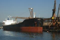 Getreideschiff angekoppelt Stockfoto