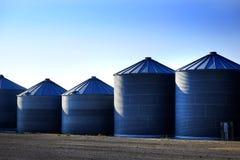 Getreidespeicher auf Bauernhof für die Landwirtschaft und Lagerung des Weizens Stockbilder