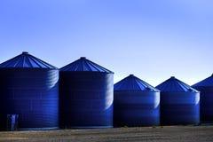 Getreidespeicher auf Bauernhof für die Landwirtschaft und Lagerung des Weizens Lizenzfreie Stockfotos
