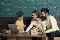 Getrennt auf Weiß Familiengebrauchs-Computertechnologie in der Schullektion Technologie für on-line-Bildung Herein leben stockfotos