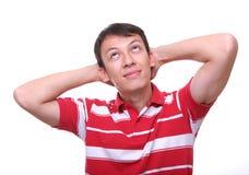 Getrennt, den jungen stillstehenden und träumenden Mann oben schauend Stockbild