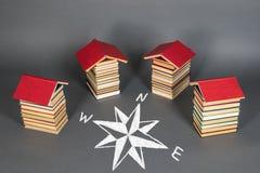 getrennte alte Bücher Bücher als Grundlage für das Wählen von Aussichten stockfotografie