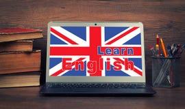 getrennte alte Bücher lernen Sie englisches on-line Lizenzfreies Stockfoto