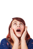 Getrennte überraschte junge Frau, die oben schaut Stockfotografie