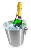 Getrennte Champagnerflasche im Eis Stockfoto